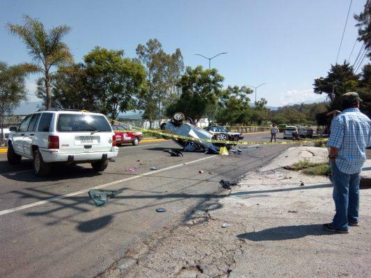 Joven muere en aparatosa volcadura en el Libramiento de Pátzcuaro