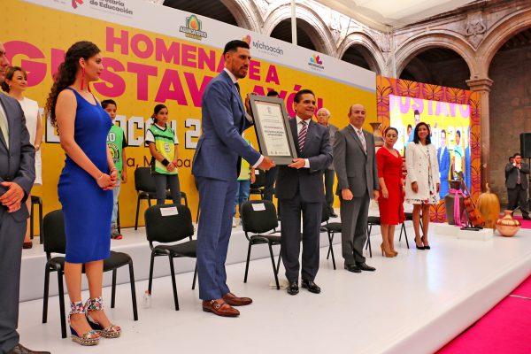 Nombran a Gustavo Ayón embajador de Michoacán