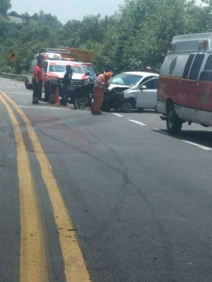 Volcadura en la autopista Zitácuaro-Lengua de Vaca; un lesionado