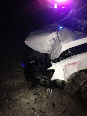 Vehículo choca contra poste de cámaras del C-5; una persona lesionada
