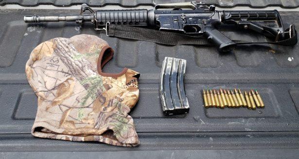 Detienen Sedena y SSP a dos hombres con un arma larga y pasamontañas