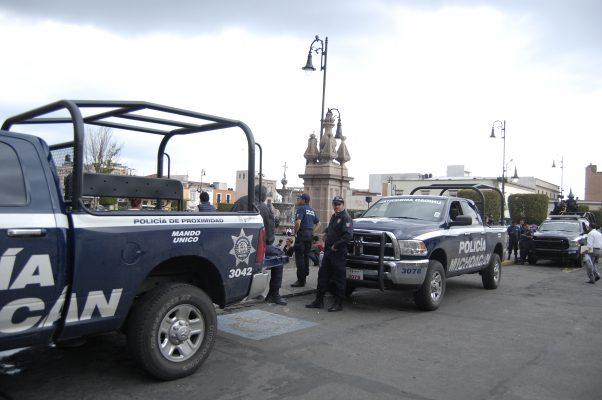 Policías de Michoacán exigen pago de salarios