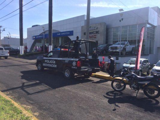 Grupo armado roba 7 vehículos de una agencia de autos en Uruapan