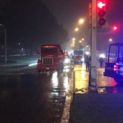 Tráiler atropella a motociclistas; uno murió