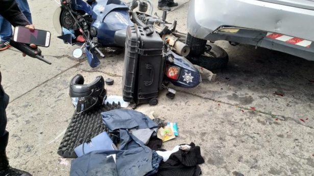 Vehículo impacta motopatrulla en la Ventura Puente