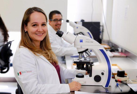Reconoce SSM a los más de 3 mil médicos michoacanos, en su día