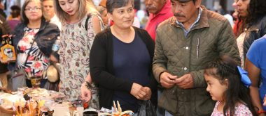 Disfrutan miles de turistas verbena popular en el majestuoso Pátzcuaro, Pueblo Mágico