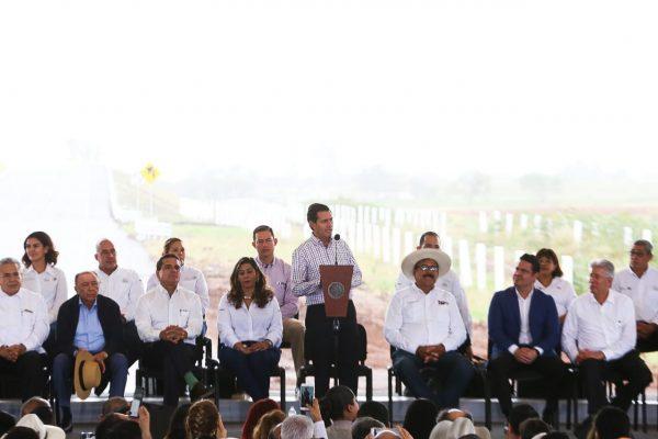 Inaugura Peña Nieto Autopista Sahuayo-Jiquilpan