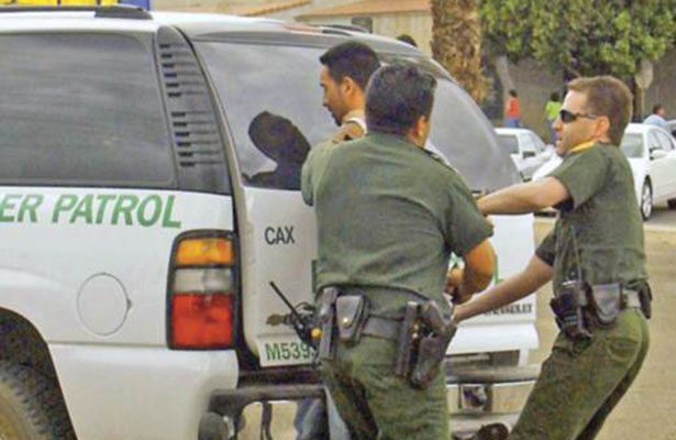 Envia Patrulla fronteriza de Tucson coyotes a México para procesarlos