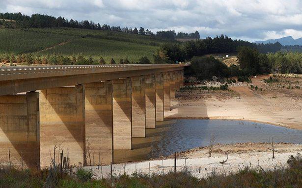 Ciudad del Cabo pide a población que reduzca consumo de agua por grave sequía