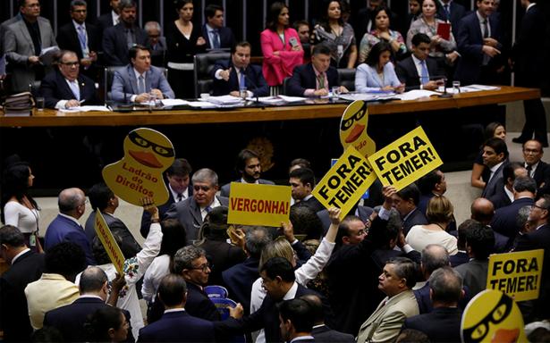 Salvan una vez más al presidente de Brasil por corrupción