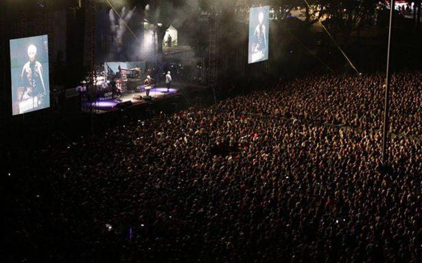 Bajista de Caifanes sale en ambulancia en pleno concierto