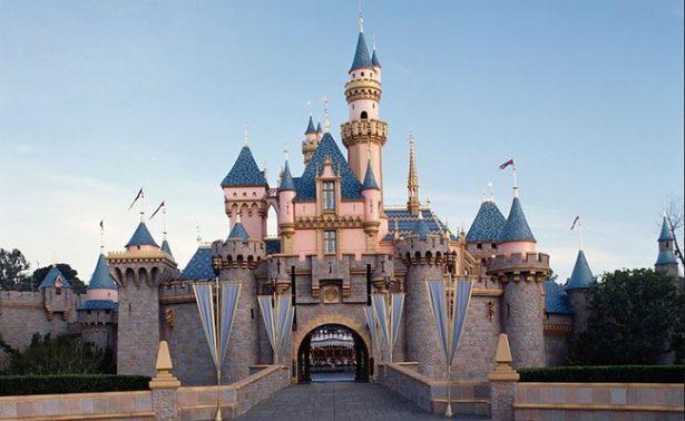 Siete heridos y ocho autos afectados tras incendio en Disneylandia