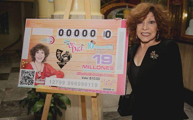 La conductora Cristina Pacheco festeja 40 años de transmisiones ininterrumpidas