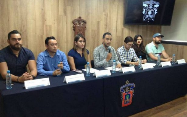 Recriminan estudiantes a gobernador falta de respuesta en caso de cineastas desaparecidos