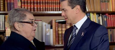 Peña Nieto visita al historiador Miguel León Portilla tras Doctorado Honoris Causa
