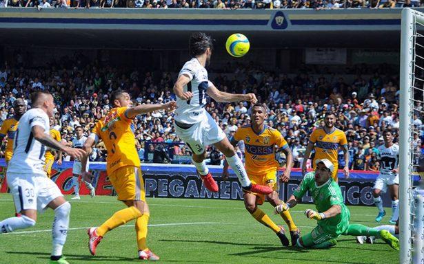 Pumas gana ante Tigres y comparte liderato en Liga MX