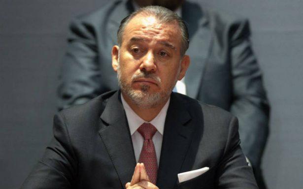Raúl Cervantes presenta su renuncia a la PGR
