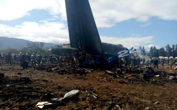 Mueren 257 personas al estrellarse un avión militar en Argelia