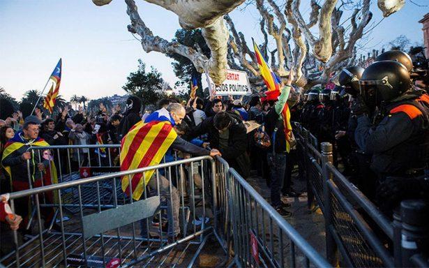 Aplazamiento de investidura divide independentistas en Cataluña