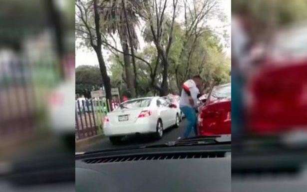 [Video] A plena luz del día: ratero asalta a automovilista en Coyoacán