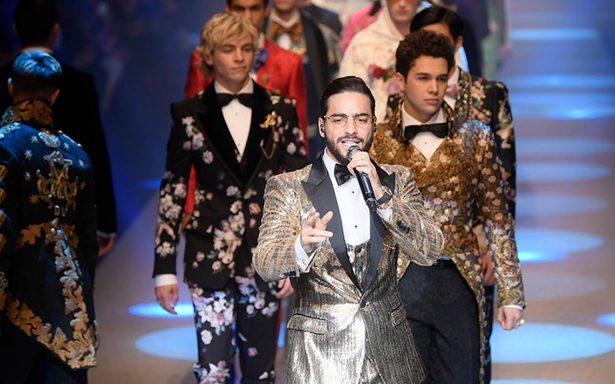 """En desfile de Dolce Gabbana, Maluma olvida como va """"Felices los 4"""""""