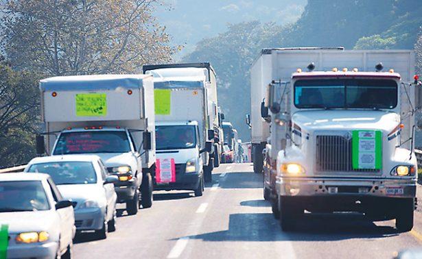 Marchan transportistas veracruzanos hacia el Senado