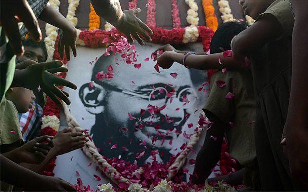 Mahatma Gandhi, un pacifista que murió en manos de la violencia