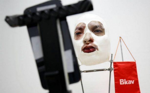 Burlan reconocimiento facial del iPhone X con máscara casera