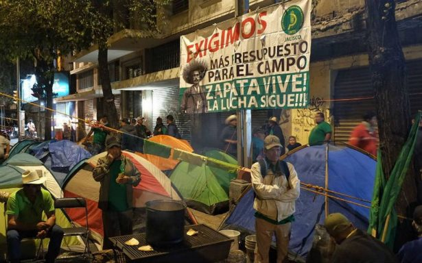 Por tercer día consecutivo permanece bloqueada avenida Bucareli