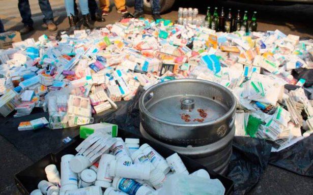 Decomisan 110 kilos de medicinas en el tianguis El Salado de Iztapalapa