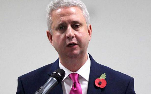 Suspenden al diputado Ivan Lewis entre acusaciones de acoso sexual