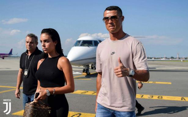 Cristiano Ronaldo llega a Turín que lo recibe con los brazos abiertos
