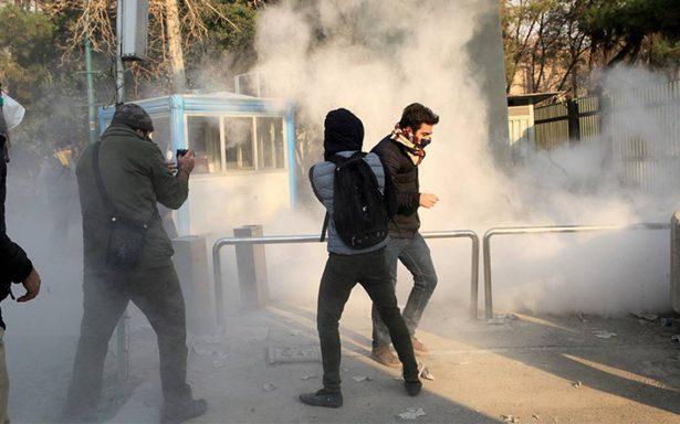 Suman 20 muertos y cientos de detenidos por serie de protestas en Irán