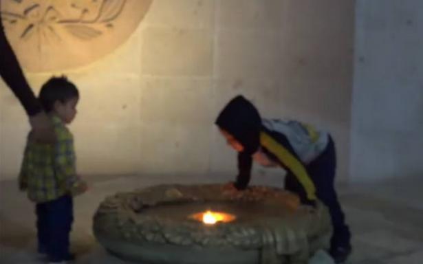 Los 200 años del Fuego Simbólico de la Libertad se esfumaron por un pequeño travieso