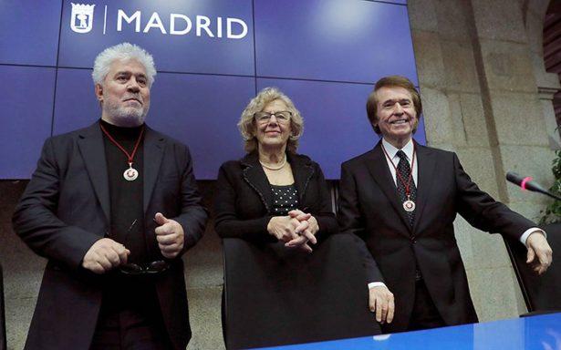 El cantante Raphael y el cineasta Pedro Almodóvar se convirtieron en Hijos Adoptivos de Madrid