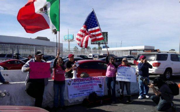 Mamás de dreamers se manifiestan en la frontera