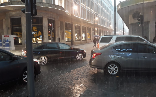 Intensa lluvia en la CDMX deja 26 encharcamientos