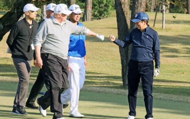 Trump llega a Japón y Abe lo recibe con ronda de golf