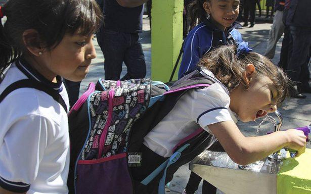 Bebederos escolares, lejos de la meta