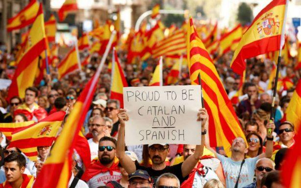 Miles se manifiestan en Barcelona contra independencia de Cataluña