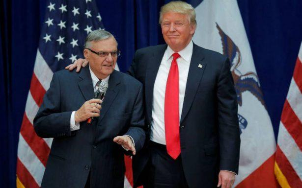 Joe Arpaio, acusado de prácticas raciales, se postula al Senado para ayudar a Trump