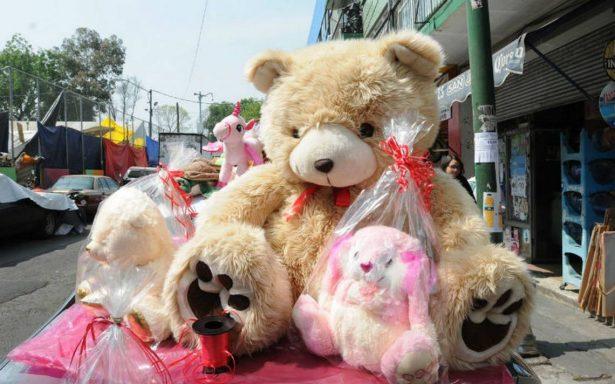 ¿Sin dinero en el Día del Amor? Este hombre decidió robar un oso de peluche