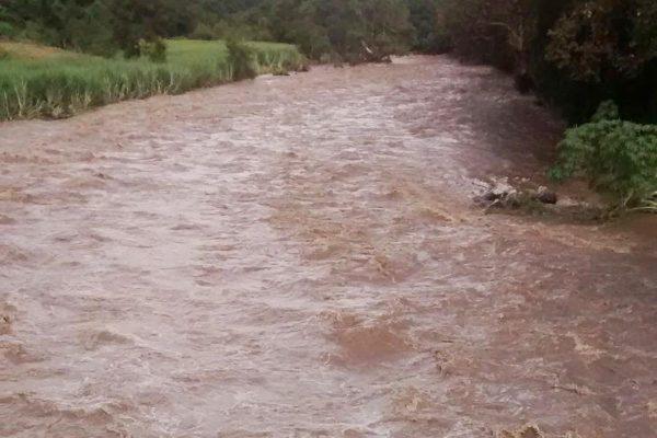Lluvias desbordan  ríos en Ixtaczoquitlán