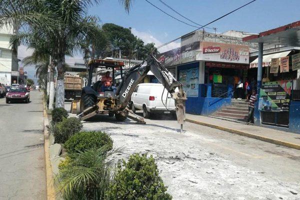 Molesta a automovilistas  retraso en obras del centro