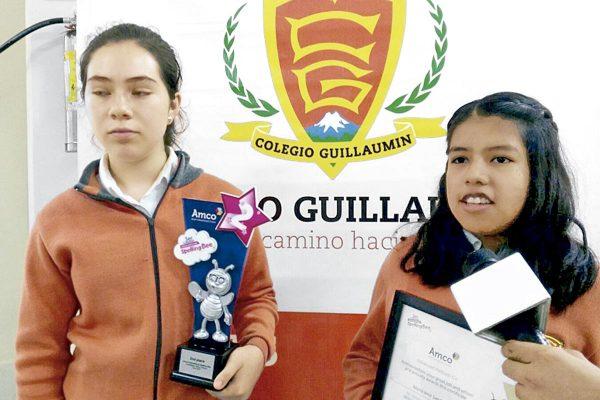 Estudiantes sobresalen en concurso internacional de deletreo en inglés