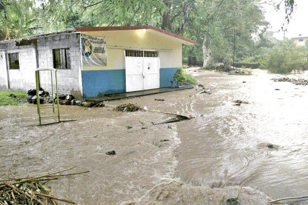 Solo una hora para evacuar tendrían habitantes de Nogales en caso de existir barrancada