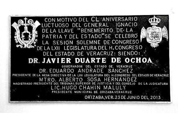 Retiran placa con nombre de Duarte del teatro Ignacio de la Llave