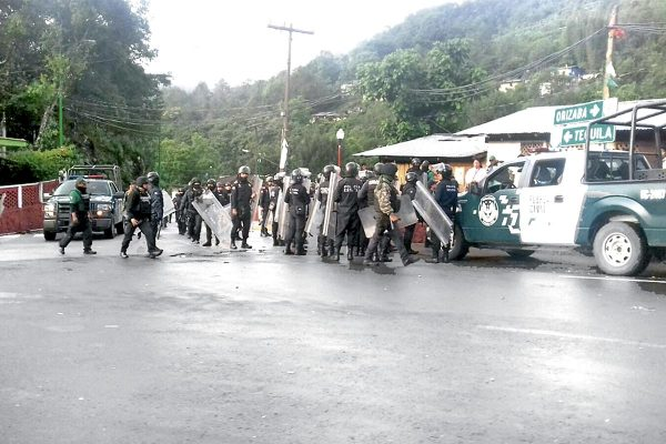 Desalojan a manifestantes