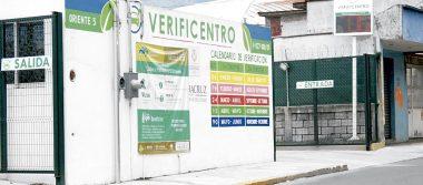 Automovilistas saturan verificentros de Orizaba